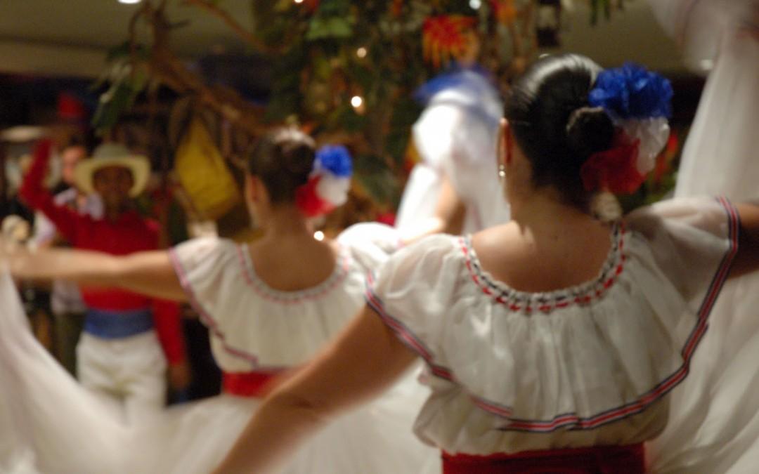 Traditional dancing in Ram Luna Restaurant